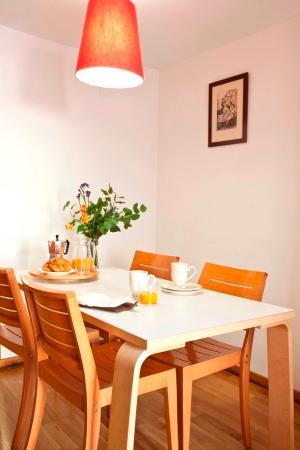 AinB Eixample Entenza: Guest Room