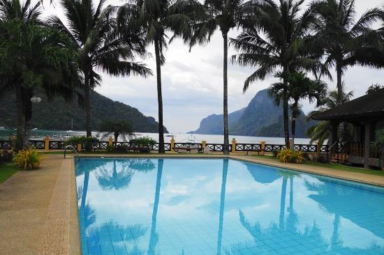 El Nido Garden Beach Resort: pool with a view