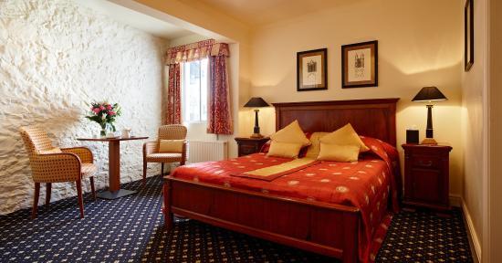 The Bear Hotel: Bear Hotel - Executive Bedroom