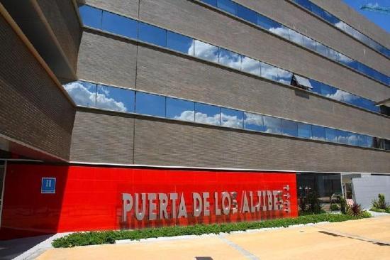 M.A Hotel Puerta de los Aljibes: Exterior
