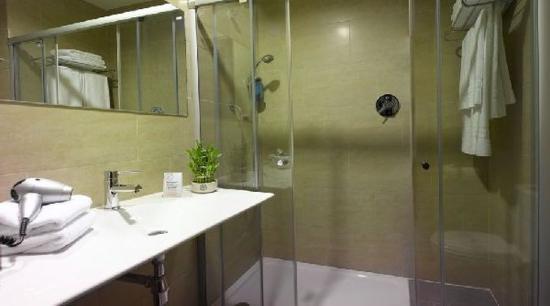 Hotel H2 Ávila: Bathroom