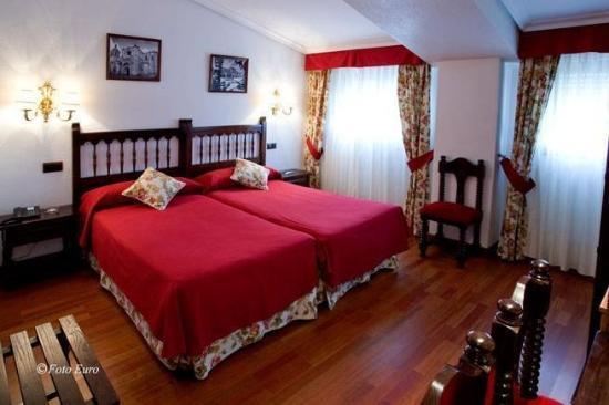 Hotel Conde Rodrigo II: Guest Room
