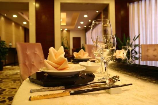 Fashion Lotus Hotel: Restaurant