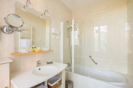 Hotel Bois Joli : bathroom