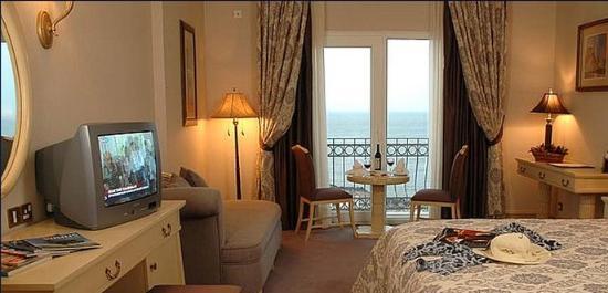 Rocks Hotel Casino: Deluxe Sea View Room