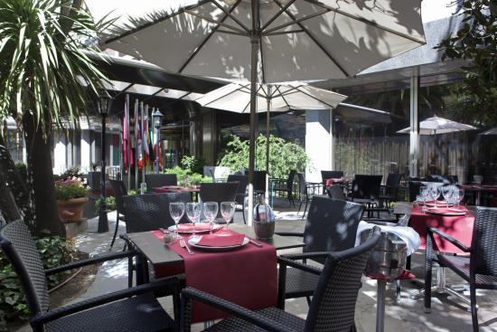 Courtyard Madrid Princesa : Terrace Bar / Restaurant