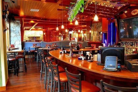 Fox Hotel & Suites: Chilis Lounge