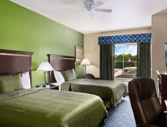 Super 8 Nacogdoches: Standard Two Queen Bed Room