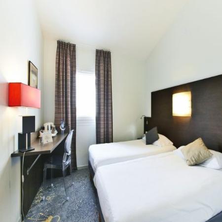 Kyriad La Rochelle Centre : Twin Room