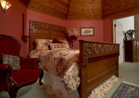 Whistling Swan Inn: High Point Suite