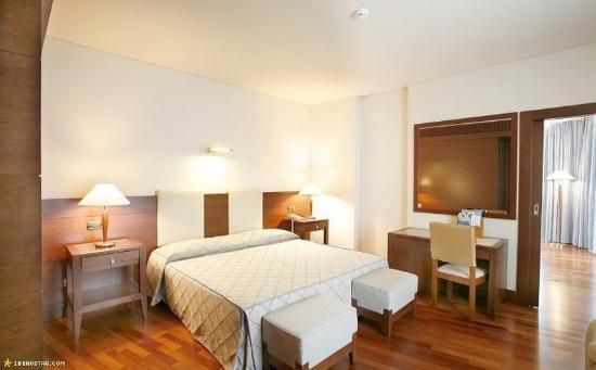 Carlos V Hotel: Guest Room