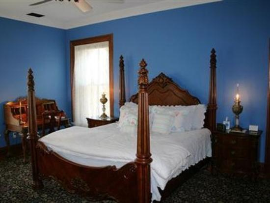 The Carriage House Inn Bed and Breakfast : Guest Room