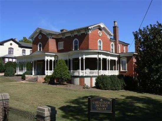The Carriage House Inn Bed and Breakfast : Exterior