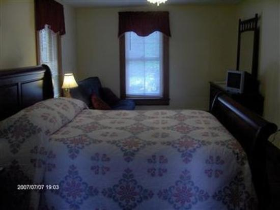 Blue Rock Bed and Breakfast: Guest Room