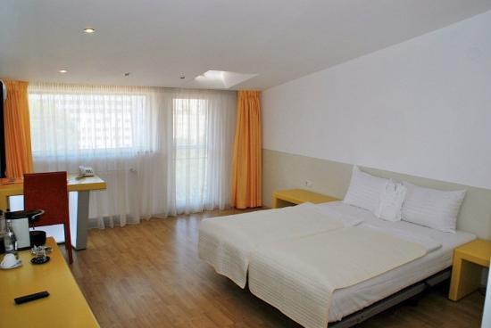 Hotel Christina: Loft Room