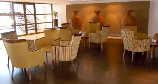 City Lodge Hotel OR Tambo Airport: Coffee Lounge
