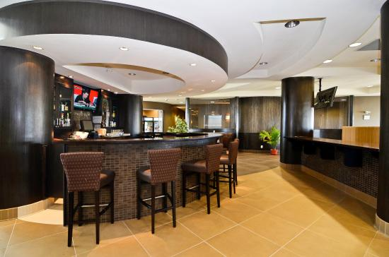 Best Western Premier Freeport Inn & Suites: Bar & Grill