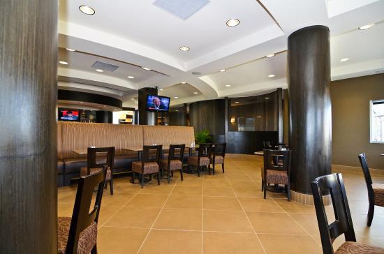 Best Western Premier Freeport Inn & Suites: Bar & Grill
