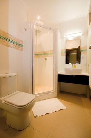 The Hub Boutique Hotel : Bathroom with Shower