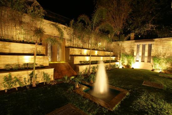 juSTa Gurgaon Hotel: Restaurant Garden Area