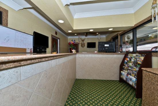 American Inn-  Savannah / Garden City : Lobby