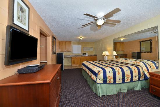 American Inn-  Savannah / Garden City : Guest Room