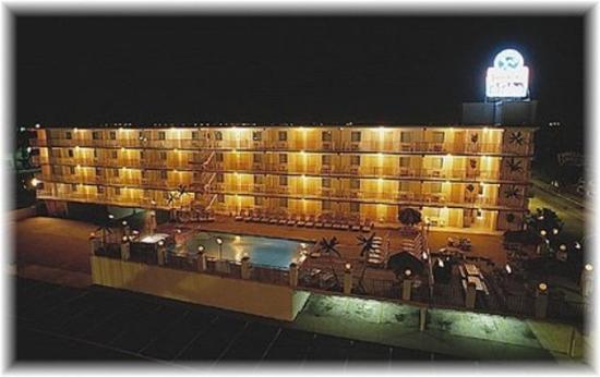 Isle of Palms Motel: Night