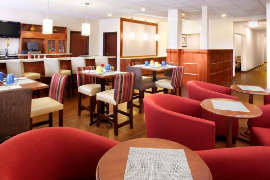 Four Points by Sheraton Houston Hobby Airport: Restaurant And Bar