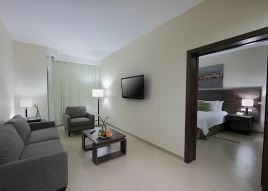 Clarion Victoria Hotel and Suites Panama: guest room