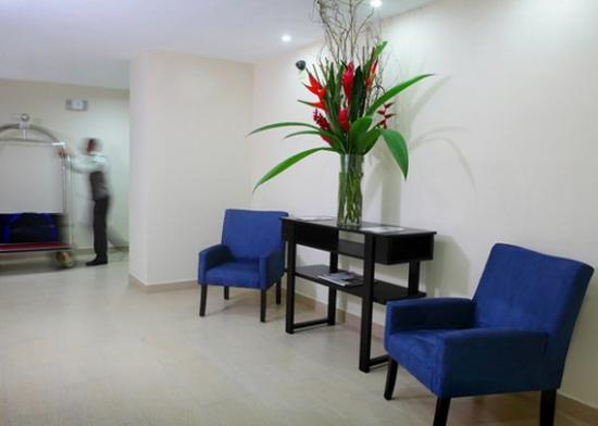 Clarion Victoria Hotel and Suites Panama: sitting area