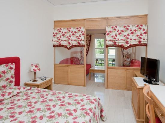 Mitsis Rodos Maris Resort & Spa: Family Room