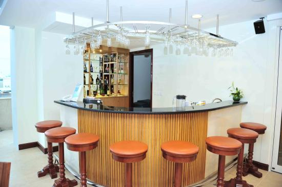 Vissai Saigon Hotel: Bar At SW