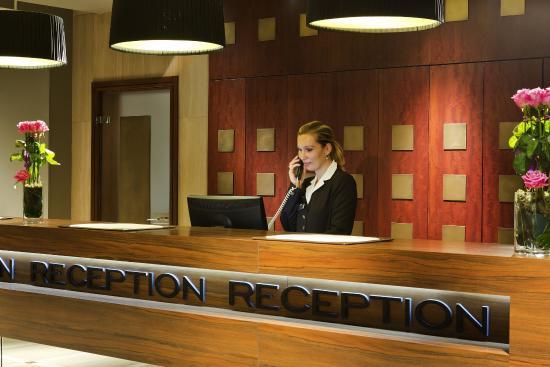 Hôtel Barrière Le Gray d'Albion: RECEPTION