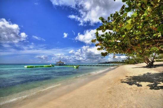 Cadaques Bayahibe: Beach Pier