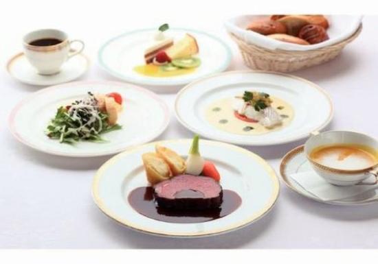 Nikko Lakeside Hotel: French Dinner