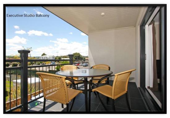 Aotea Motor Lodge: Executive Studio Balcony
