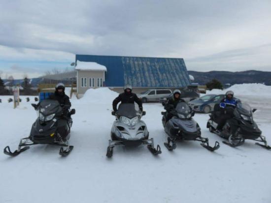 Aventure Laurentienne : Snowmobile Fun!