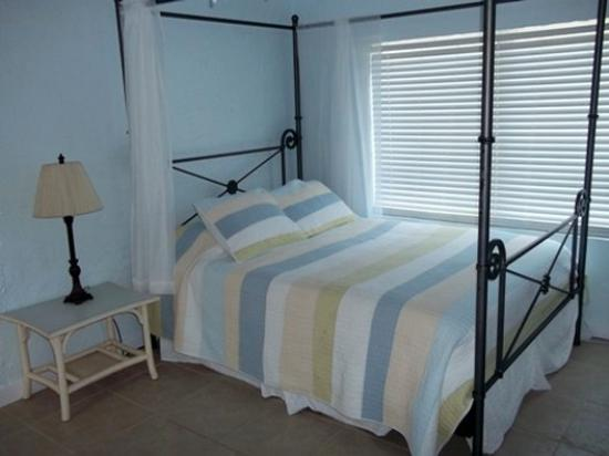 Tropical Cottages: Unit Bed