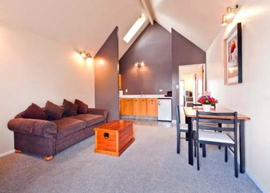 Econo Lodge The Villas: Econolodge The Villas Exec Living Area