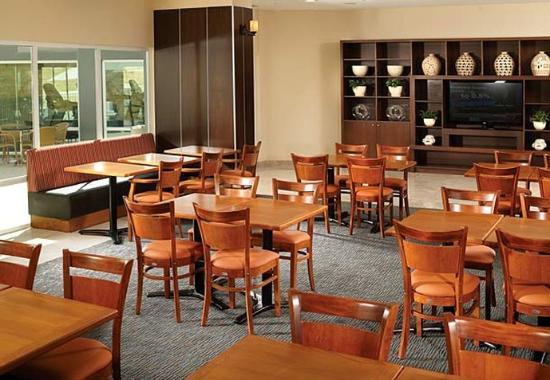 Fairfield Inn Los Cabos: Breakfast Dining Area