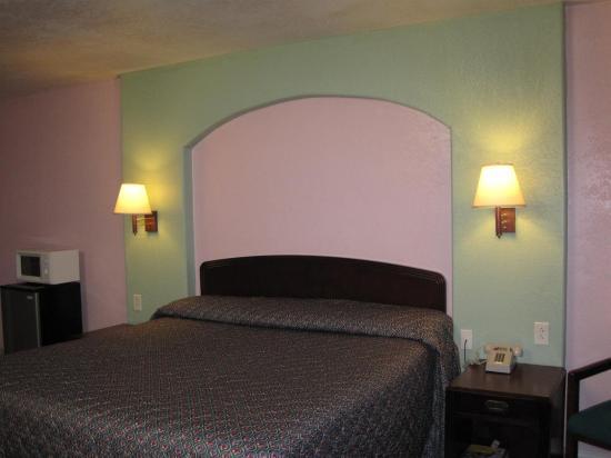 Pinn Road Inn & Suites: Guest Room