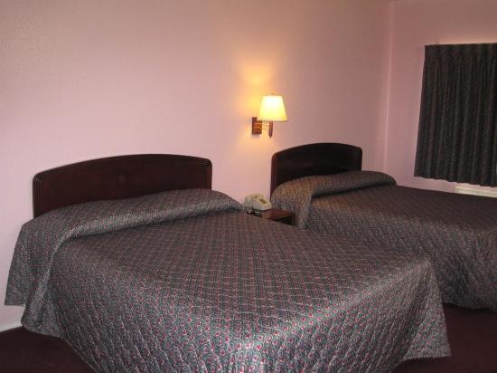 Pinn Road Inn & Suites: Suite