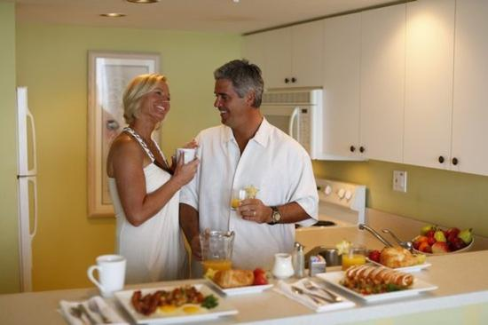 Lovers Key Resort: Couple In Kitchen Side By Side