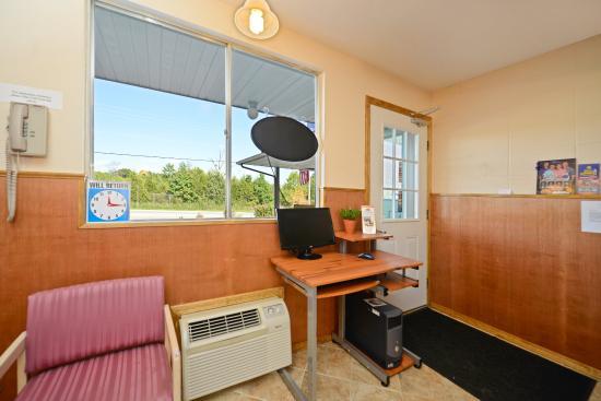 Americas Best Value Inn & Suites: Business Center