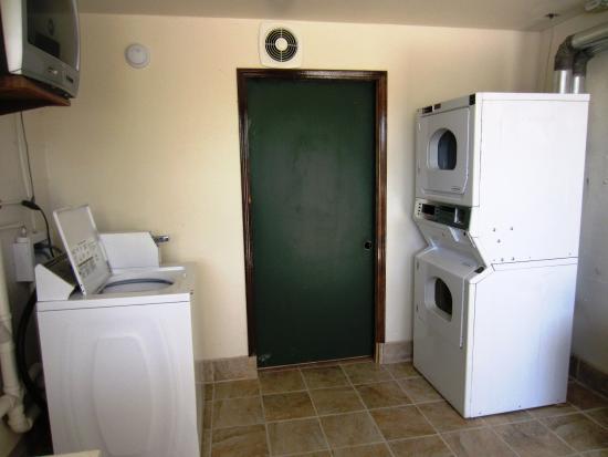 Americas Best Value Inn & Suites: Guest Laundry