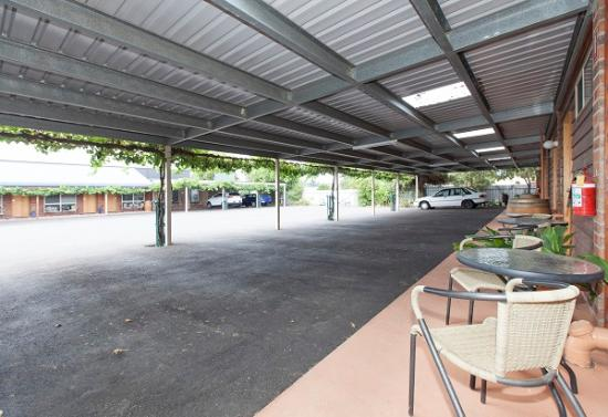 Ararat Motor Inn: Car parking area