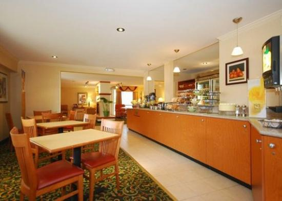 Quality Inn Newark: Restaurant