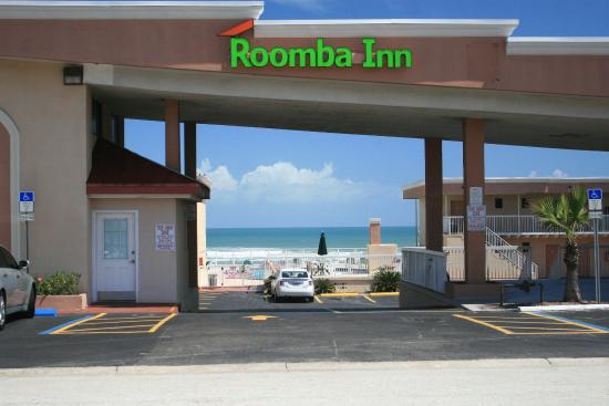Roomba Inn & Suites: Entrance