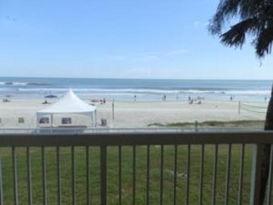 Roomba Inn & Suites: Ocean Front View
