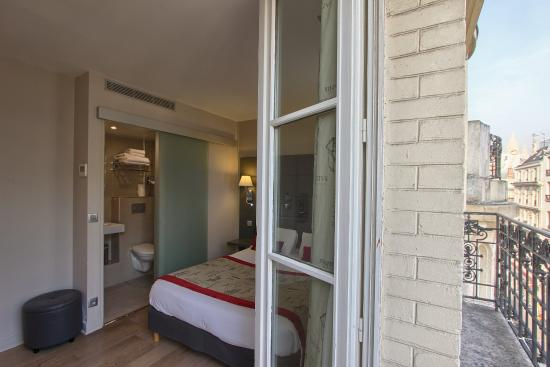 Hotel Villa Margaux Opera Montmartre : room with balcony - vue on sacree coeur